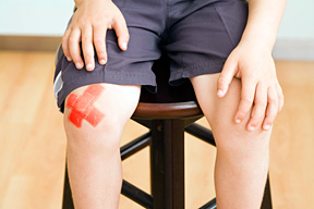 childhood knee pain - Copyright – Stock Photo / Register Mark