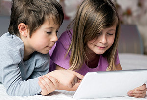 kids on computer - Copyright – Stock Photo / Register Mark