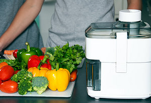 juicing - Copyright – Stock Photo / Register Mark