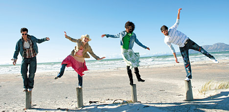 kids balancing - Copyright – Stock Photo / Register Mark